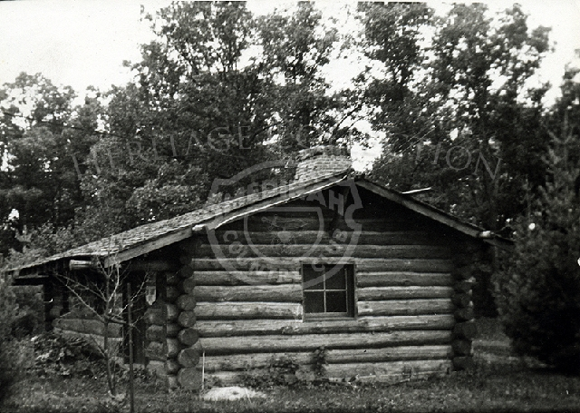 1930s photo of log cabin that was near ski jump on Medinah property.