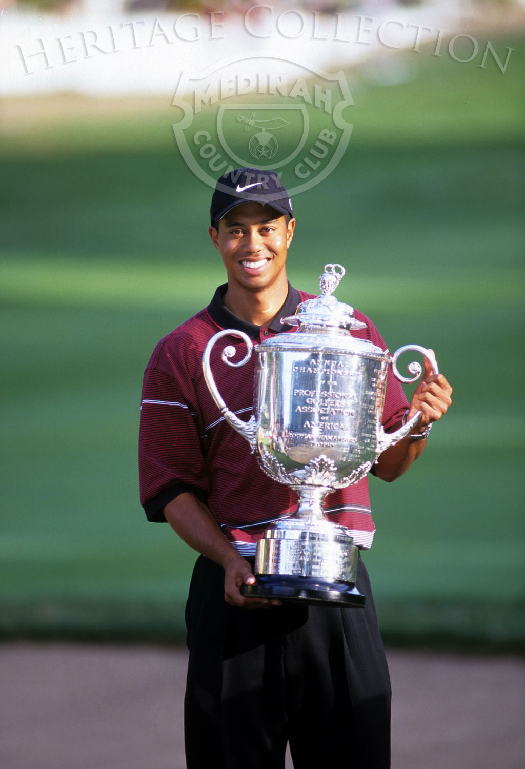 Round 4: Tiger Woods and Trophy: Photographer: Montana Pritchard