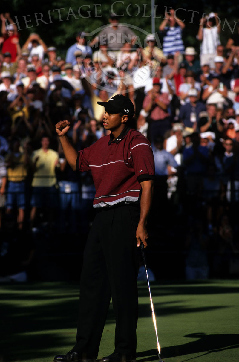 Tiger Woods putts at the 1999 PGA Championship held at Medinah Country Club in Medinah, Illinois, Sunday, August 15, 1999. Photographer: Montana Pritchard