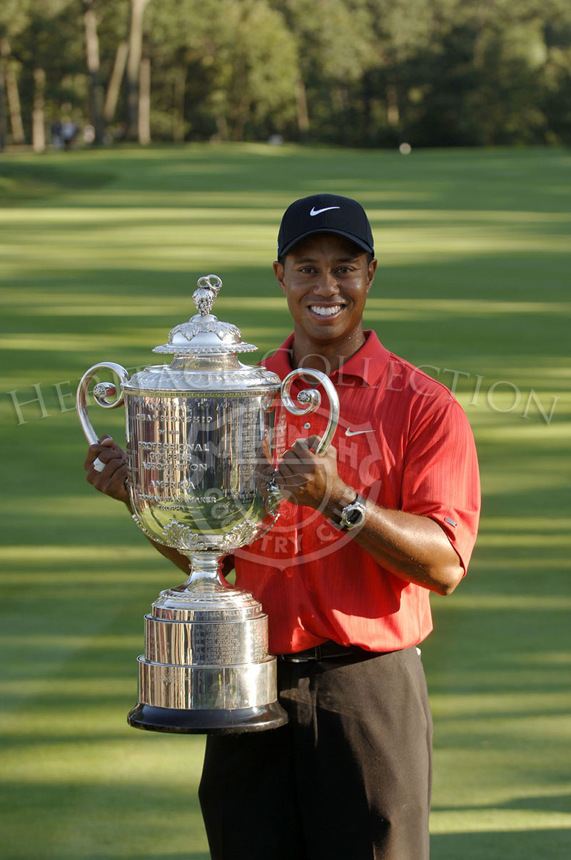 Tiger Woods holding up the Wanamaker trophy after winning the 88th PGA Championship in Medinah, Illinois. Sunday, August 20, 2006. Photographer: Montana Pritchard