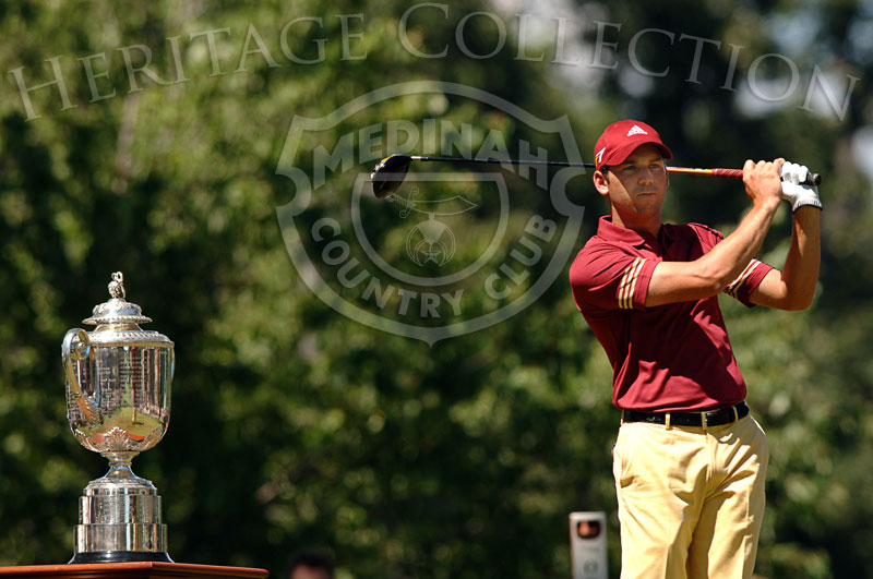 Sergio Garcia on the first tee with the Wanamaker trophy during round 4 of the 88th PGA Championship in Medinah, Illinois. Sunday, August 20, 2006. Photographer: Montana Pritchard