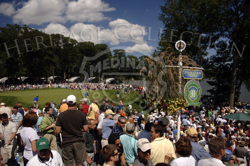 The gallery on to No.1 green during round 4 of the 88th PGA Championship in Medinah, Illinois. Sunday, August 20, 2006. Photographer: Montana Pritchard